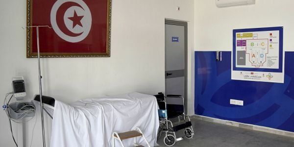 الملك عطا أوامر بإرسال 100 سرير انعاش و100 جهاز تنفس اصطناعي ومواد طبية لتونس