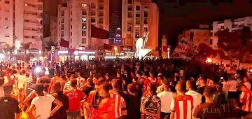 جماهير المغرب التطواني دارت مسيرة وسط المدينة بعدما فريقهم هبط للدوزييم ديڤيزيون
