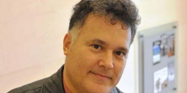 الكاتب المغربي فؤاد العروي لي كيقري فجامعة امستردام فصلوه بسباب التحرش بالطالبات ديالو