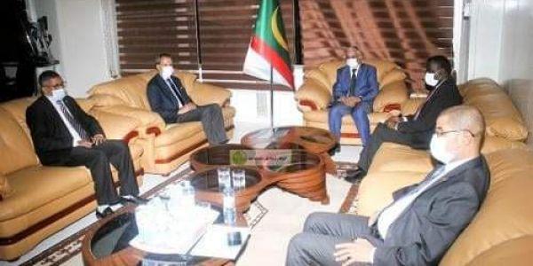 التقارب المغربي الموريتاني.. الناطق بإسم الحكومة الموريتانية تلاقى سفير المغرب فـ نواكشوط