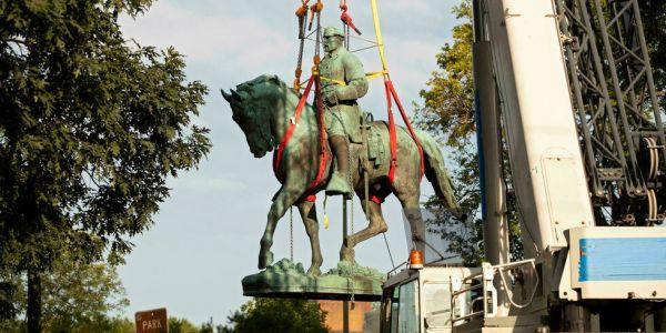 سلطات مدينة فـ ميريكان حيدو تماثيل ديال جوج عساكرية كانو كايناصرو العبودية – فيديو