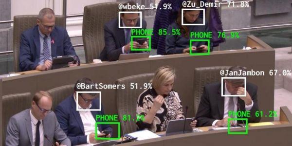 هذشي اللي خاص البرلمانيين المغاربة. بلجيكي دار نظام لتعقب البرلمانيين اللي كيلعبو فالتيليفون فالجلسات