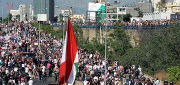 فـ ذكرى انفجار المرسى ديال بيروت.. مواجهات بين البوليس و متظاهرين طاحو فيها عشرات الجرحى – فيديو
