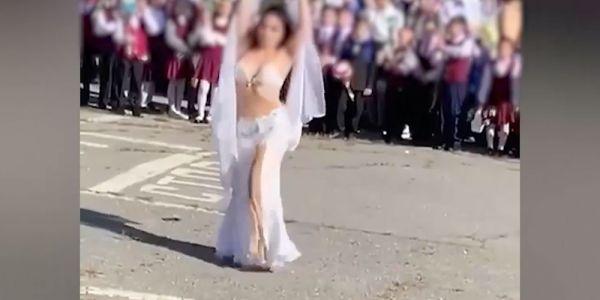 مال هادو؟.. نوضو الصداع ضد معلمة شطحات الشرقي قدام التلامذ ديالها – فيديو