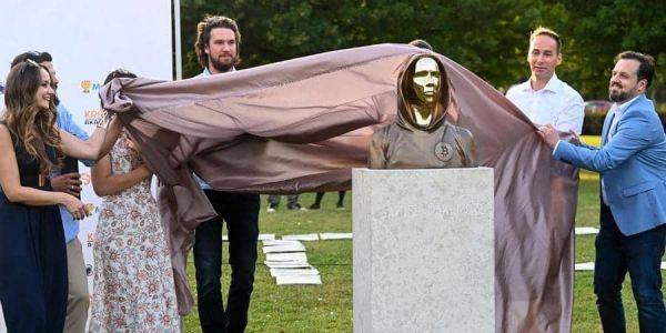 """جوج فنانين صاوبو تمثال لمؤسس """"بيتكوين"""" الغامض – تصاور"""