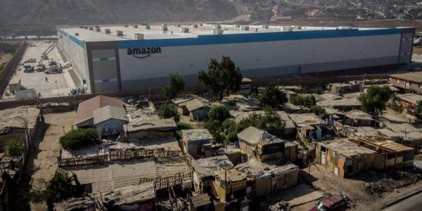 """نايض الصداع على """"أمازون"""" بسباب الديپو اللي دارت وسط برارك فـ حي فقير فـ المكسيك"""