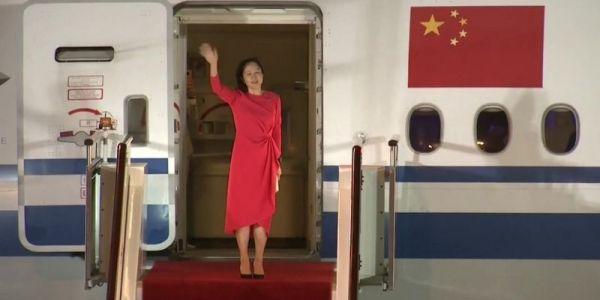 """كانت مشدودة فـ كندا.. المديرة المالية لـ""""هواوي"""" طلقو سراحها بعد اتفاق بين الشينوا وميريكان"""