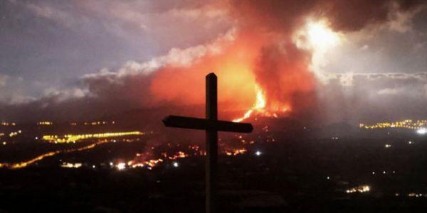"""مطار جزيرة """"لابالما"""" ف الكناري تسد بسباب سحب الرماد ديال البركان"""