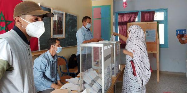الانتخابات فالصحرا.. مدينة طرفاية فيها أعلى نسبة تصويت فالجنوب بـ50 فالمية فـ نص النهار اللول