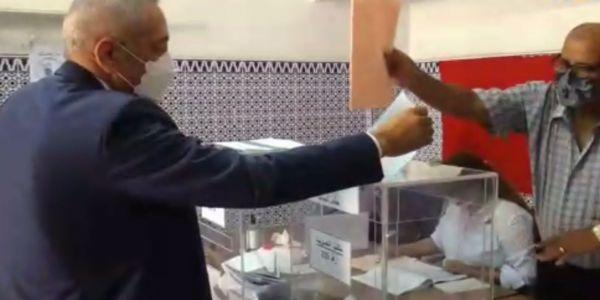 مولاي حفيظ العلمي لرئيس مكتب التصويت: أنا ماشي وزير.. أنا غير مواطن