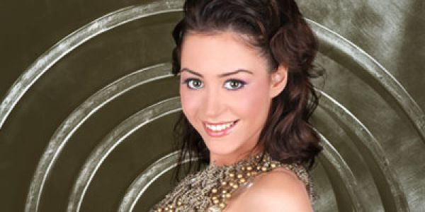 """منة شلبي أول ممثلة عربية كترشح لجائزة """"إيمي"""" الميريكانية"""