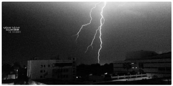 """الأرصاد الجوية لـ""""كَود"""": ها علاش كان البرق والرعد فـ الليلة الفايتة"""