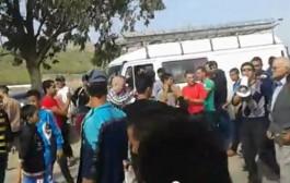 دارولو شوهة حقيقية. بالفيديو مواطنون يحاصرون رئيس جماعة بالناظور ويتهمونه بنهب الجماعة قبل أن ينقذه رجال الدرك