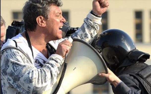 روسيا بوتين. لقتيلة للمعارضة. مقتل معارض روسي بارز بالرصاص في موسكو عشية مظاهرة للمعارضة وبوتين يشرف على التحقيق