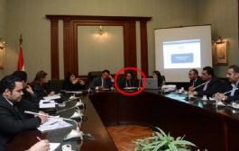"""زوجة مسؤول مصري لا تفارقه في مقر عمله بسبب """"الغيرة"""""""