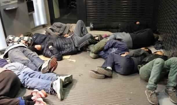 ما يقرب من أربعمائة قاصر مغربي يبيتون في شوارع مليلية بعدما قرروا هجرة بيوتهم بالمغرب في اتجاه الفردوس الاوروبي