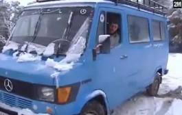 ثلاثة أيام من التساقطات الثلجية والمطرية بتازة سبب في قطع الطرق الجهوية والإقليمية (فيديو)