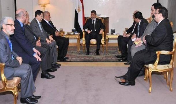 في اول زيارة له لمصر بعد الانقلاب. واش غادي يتلاقى بنكيران بالسيسي؟ ها اللي استقبلو فالمطار قبل قليل