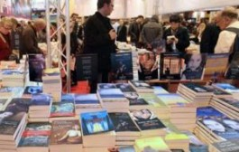 """معرض الكتاب بباريس : تقديم مؤلف """"ما يلزمنا"""" الذي يعكس موقفا جماعيا لمثقفين مغاربة حيال اعتداءات باريس"""