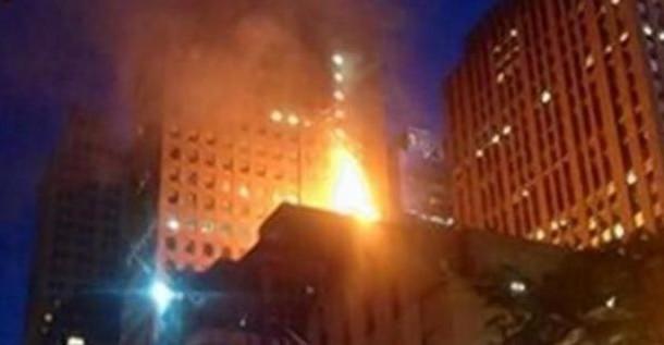 انفجار وحريق هائل  في مبنى  في نيويورك