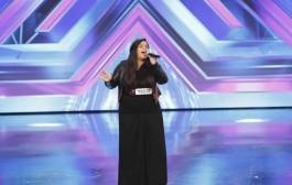 """لجنة تحكيم """"إكس فاكتور"""" تتغزل بمشتركة مغربية بسبب صوتها الرائع + فيديو"""