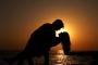 الحوب ديال وزراء حكومتنا:  راه يمكن يكون حب بلا زواج، كيما حاصل حاليا بين الوزيرين وحتى إلى مأداش للزواج يمكن على الأقل يأدي للكونكوبيناج  وهادي صورة حداثية للمغرب