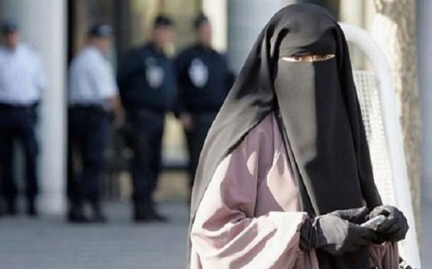 """اعتقال مغربية في اليمن نقلت رسالة من زوجها إلى """"القاعدة"""". خزناتها في فرجها"""