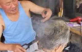 أغرب حلاقة فالعالم. حلاق صيني كيحيد الشعر بلقاط سخون + فيديو