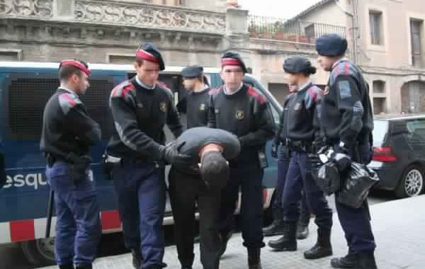 إعتقال مغربي و2 اسبانيين بسبب هجومهم بالاسلحة النارية