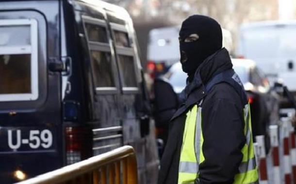 إعتقال سبعة مغاربة متهمين بالانتماء إلى شبكة إجرامية تنفذ عمليات سطو بالاسلحة النارية وتتاجر في المخدرات