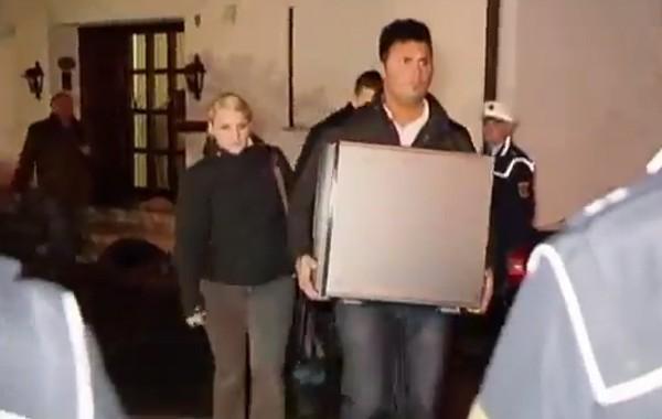 """الشرطة الالمانية تفتش منزل الطيار الالماني الذي أسقط طائرة """"جرمان وينكس"""" وتحجز حاجياته وتقتاد شخصا من داخل المنزل + فيديو"""