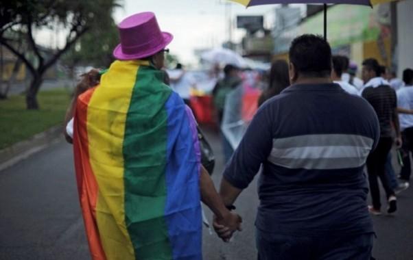 """هيومن رايتس ووتش تفتح النار على المغرب وتعتبر الحكم على شخصين بتهمة المثليّة الجنسية """"محاكمة لا تحترم الحق في الحياة الخاصة المكفول في الدستور"""""""