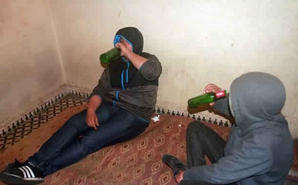 حنا لمغاربة كنتقاتلو غير على الهضرة!. مغربي قتل صاحبو المغربي بمقص وطورنوفيس بسباب التفاهة