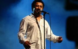 الشاب خالد يفحم الاعلام الجزائري. القانون يسمحلي ب دوبل ناسيوناليطي وأنا درت جنسية ديال لمغاربة خوتي وجيراننا + فيديو