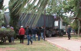 من زهرنا ما كان فيها حد. شاحنة مجنونة تدهس أشجار حديقة عمومية باسباتة بكازا