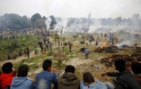 زلزال النيبال: ملايين شخص تضرروا منه واكثر من 4 الاف قتيل حاليا والحصيلة غادية ل 10 الاف =فيديو=