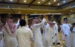 """شاب سعودي يتراجع عن الزواج من ابنة عمه ويعقد قرانه على مغربية بسبب """"طقاقة"""""""