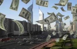 بالفيديو. سماء أمريكا تمطر دولارات والشرطة تطالب المواطنين بإعادة الاموال