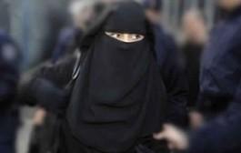 جوج منقبات سدو الشارع وقلبوها دباز على شكون ياخذ صدقة! + فيديو