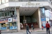 من يتفرج معي على فيلم جميل في سينما بوليو التي لم تعد موجودة!  حنين إلى قاعات الدار البيضاء المغلقة في الأحياء الشعبية