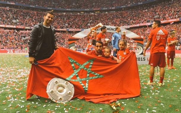 الدولي المغربي بنعطية يرفع درع الدوري الألماني (صور)