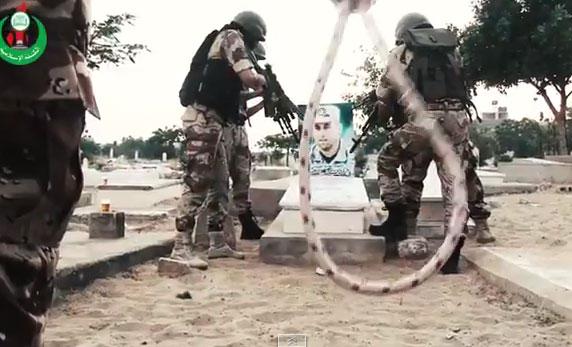 شوفوا على فضيحة قضائية. مصر تقضي بالاعدام على شهيد فلسطيني وكتائب القسام تسخر من القضاء المصري+ فيديو