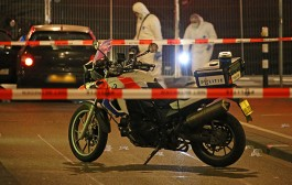 شاهد بالفيديو. حرب العصابات مستمرة وتصفية مغربي بالرصاص وسط الشارع بهولندا