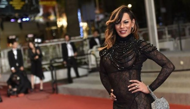 ستيلا روشا الممثلة البرازيلية التي تحولت جنسيا تخطف الأضواء في مهرجان كان