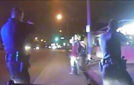 شرطي أمريكي يطلق النار على أعزل حاول إزالة قبعته من رأسه (فيديو)
