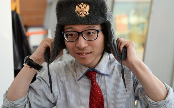 """هذا بحال توم هانكس ف """"ذي تيرمينال"""". صحفي ياباني يتخذ من مطار روسي مسكنا لثلاثة أشهر وها علاش"""