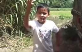 لوكان يتعلموا منو. طفل صغير يضحك على مرشح ويسلبه 1500 درهم للتصويت عليه وها كيفاش دارلو (فيديو)