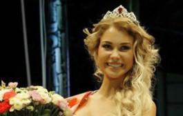 وللبيكيني مسابقة. عشرينية تفوز بتاج ملكة جمال البيكيني