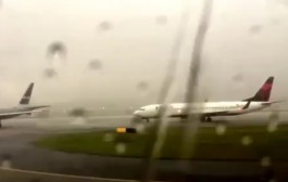 مزيان ماكانتش كاطير. بالفيديو. اربعة ملايين مشاهد لصعقة رعدية ضربت طائرة