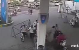 بقاو طفيو تلفوناتكم حدا ليصانص. بالفيديو. بورتابل كان غايدير كارثة فوسط محطة وقود
